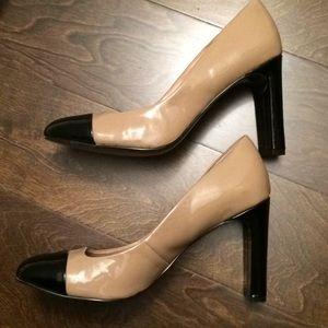 New Tahari tan and black heels size 9.5